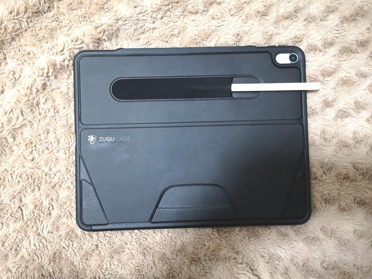 ZUGU CASEにApplePencilを収納した写真